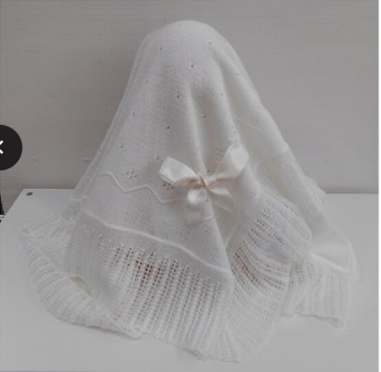Sardon White Knitted Blanket with Bow